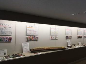 『この音とまれ!』のコーナーでは箏も展示されていました。この作品で登場するオリジナル曲「龍星群」は、楽譜が公開され、コンクールも開催されたとか。作中の楽曲を集めたCDも発売されており、図書室の閲覧室で視聴可能です!