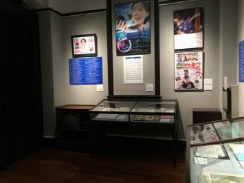 日本の映画・テレビの関連資料のほか、京マチ子さん愛用のチェストも展示