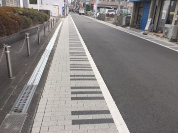 キャンパスの近くには、ピアノの鍵盤をモチーフにした道が!さすが、音大のある街ですね。