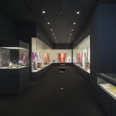 博物館内はコンパクトながら、落ち着いた照明でゆっくりと楽しめます