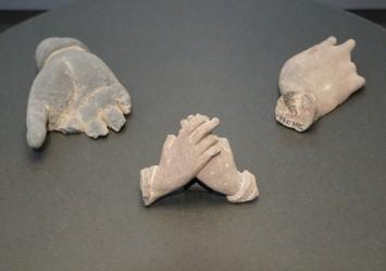 ガンダーラ出土の仏像の手