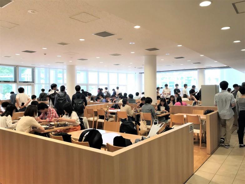 カフェのような雰囲気が漂う食堂