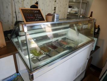 店内の一角にはテイクアウトもできるアイスクリームコーナーが。アイスの味は日によって異なるそうです
