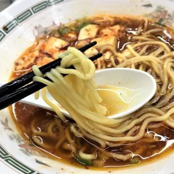 お腹が満足する中太麺