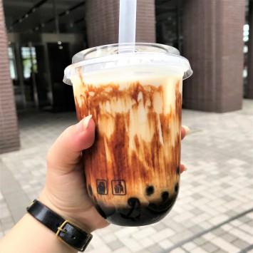 「幸せ黒糖タピオカラテ」(450円)