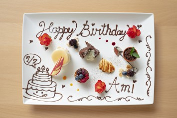 誕生日のメッセージ付きデザートプレートは要予約