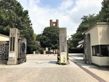 東大駒場キャンパスの正門