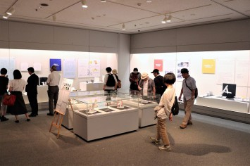 たくさんの作品が並ぶ博物館内