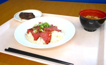 ローストビーフ丼(450円)