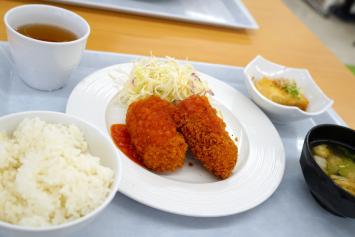 カニクリームコロッケ定食(515円)