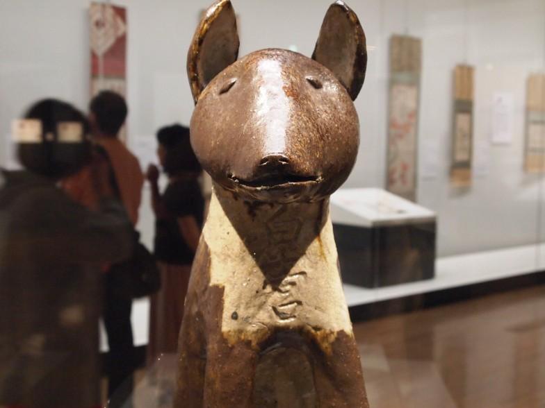 こちらは陶製の狛犬(江戸時代)。村松さんおすすめは真正面の表情