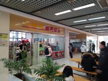 食堂の購買部。日本とも近い雰囲気