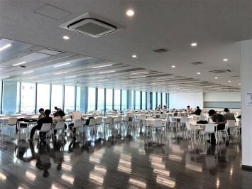 座席数約500の広~い食堂