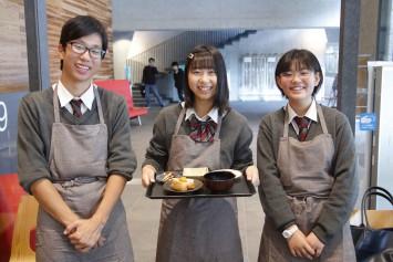 優勝した桂高校のメンバー。とびきりの笑顔です。