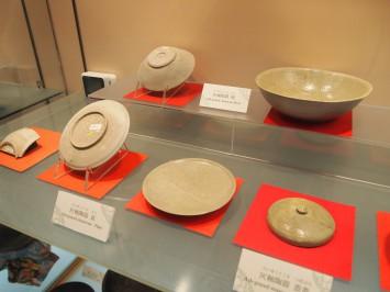 灰釉陶器は渋い色合い