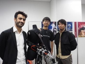 左からムハマド ヤメン・サライジ先生、同じ研究室の李迪さん、鍋島さん