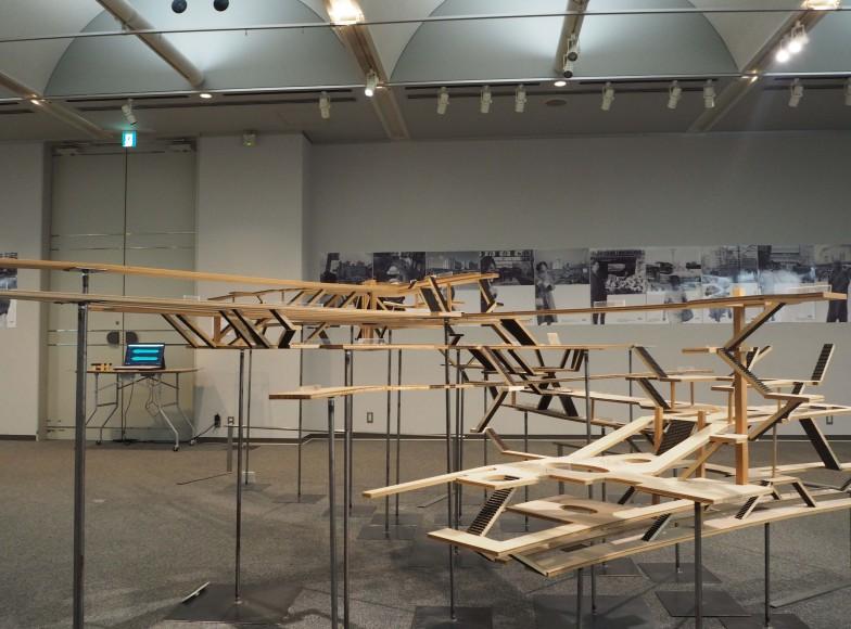 短い階段を何回も折り返すことで方向感覚を失わせる、広さと深さがわかる2012年の模型