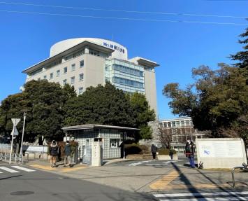 神奈川大学の正門