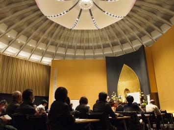 幅広い年代の方たちが約60名も聴講。仏教への関心、生涯学習への意欲の高さがうかがえます。会場は紫野キャンパスの礼拝堂(水谷幸正記念館)
