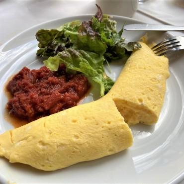 卵のやさしい味が楽しめるチーズオムレツ