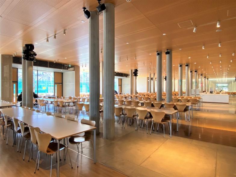 約1,000席もある広い食堂