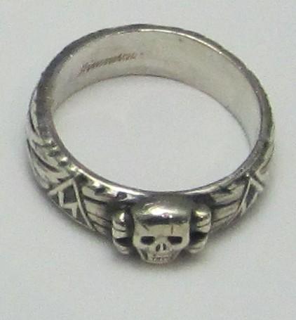 ルーン文字が彫られたナチ党親衛隊メンバー用の指輪