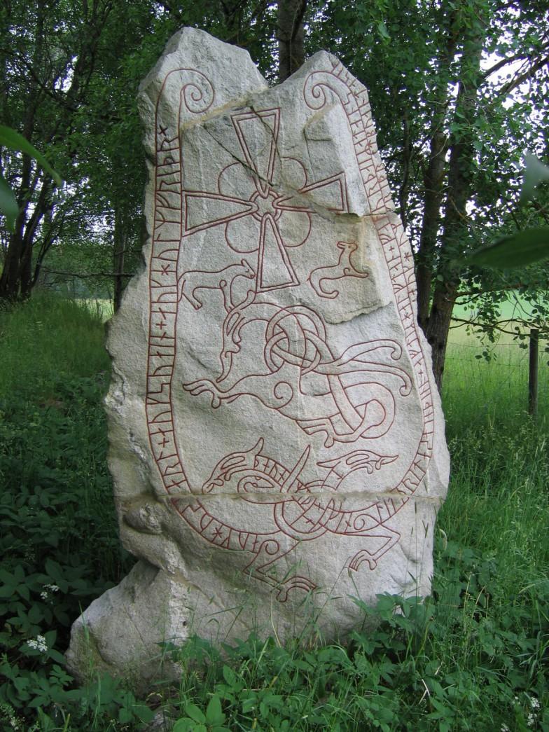 スウェーデンのウップランドに建つ、ルーン文字が刻まれた石碑