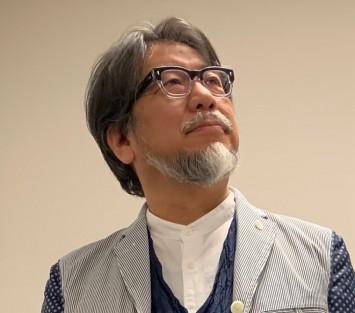 ゲストの越前屋俵太さん。専門は「現場の実論」。京都大学では「京大変人講座」のディレクター兼ナビゲーターとして、関連本もプロデュース