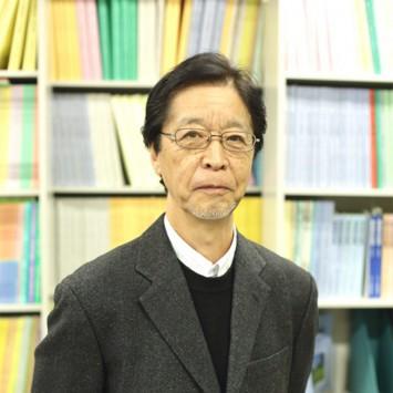 お話を聞いた安西将也教授。健康教育や老人医療費分析などの研究を行う