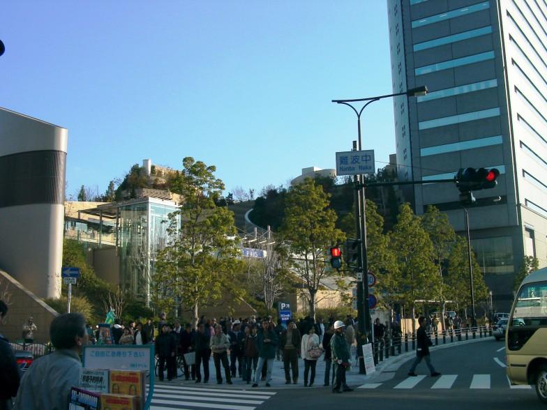 南海ホークスの本拠地であった大阪球場(大阪スタジアム)と、その跡地にできたなんばパークス