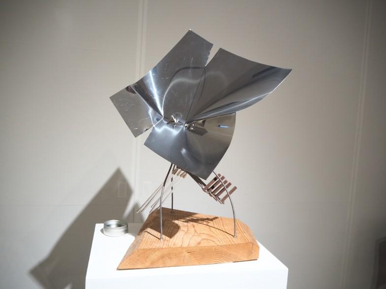 こちらは2015年にマルティ・ルイツ氏と京都市立芸大の学生のコラボレーションで作られた「冬の花シリーズ」の音響彫刻。濡らした指でガラス棒をこすると豊かな音が響く