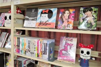 棚には韓国の大人気マンガ『女神降臨』も