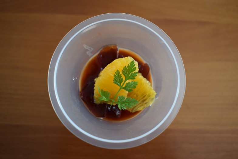 抹茶(写真上)と紅茶(写真下)。それぞれ480円。